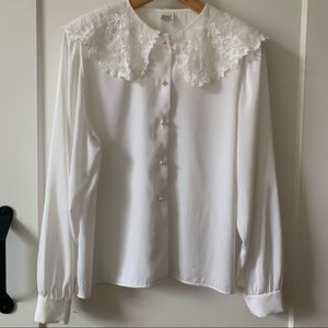 Vintage white blouse lace collar pearly buttons